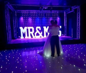 Mr -and-mrs-4ft-letters