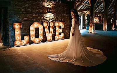 rustic-love-letters-backdrop-lighting-wedding-photography.jpg