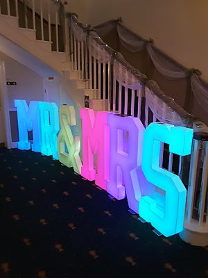 staircase-decoration-4FT-Mr&Mrs-LED-letters-colour-changing.JPG