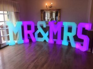 mr&mrs_letters_4ft_led_backdrop