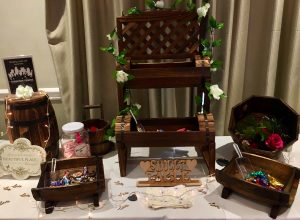 rustic-sweet-table-rose-garlands-bags-scoops-candy